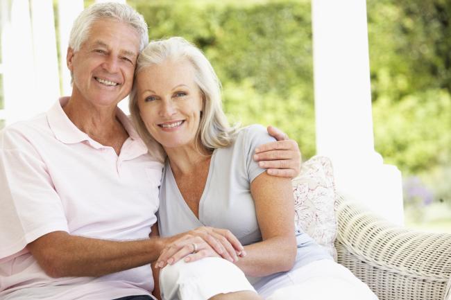 UK Starší Chodit s někým Místo je on-line zavedení internetové stránky volbou pro starší, zralý.